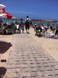 חוף הנכים הרצליה ירידה לחוף